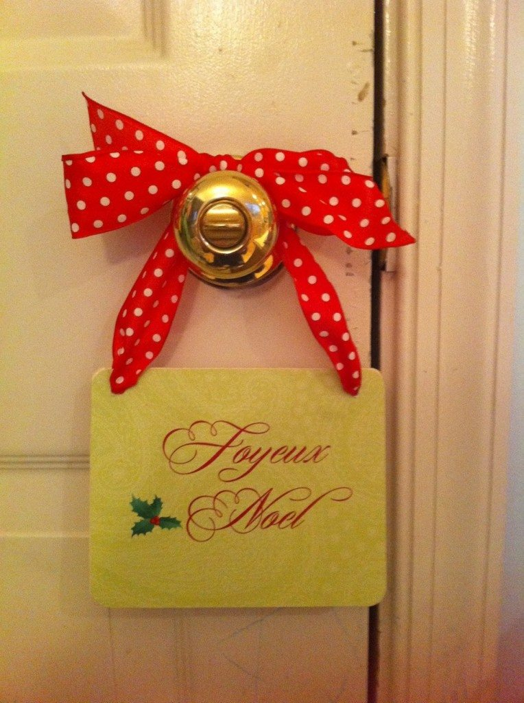 "DIY ""Joyeux Noel"" Sign"