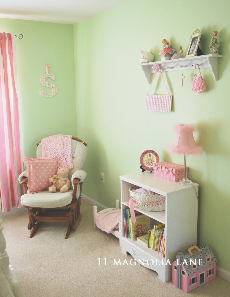Sloane 39 s big girl room 11 magnolia lane for Pink and green girls bedroom