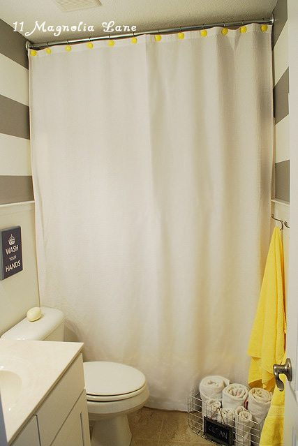 horizontal stripes bathroom