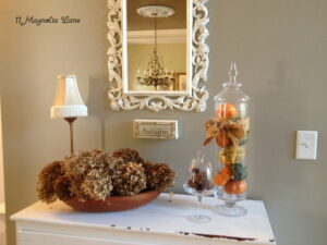 Dressing Up my Front Table with Fall Decor