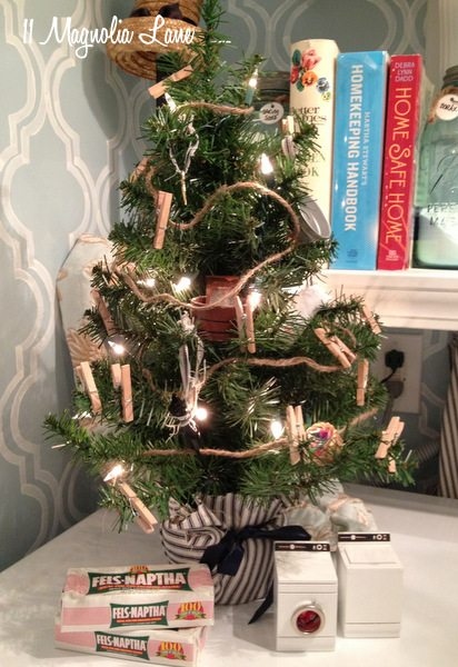 Christmas Vignettes (and my Laundry Room & Christmas Trees ...
