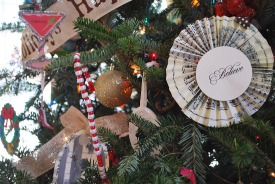 holiday-tree-ornaments