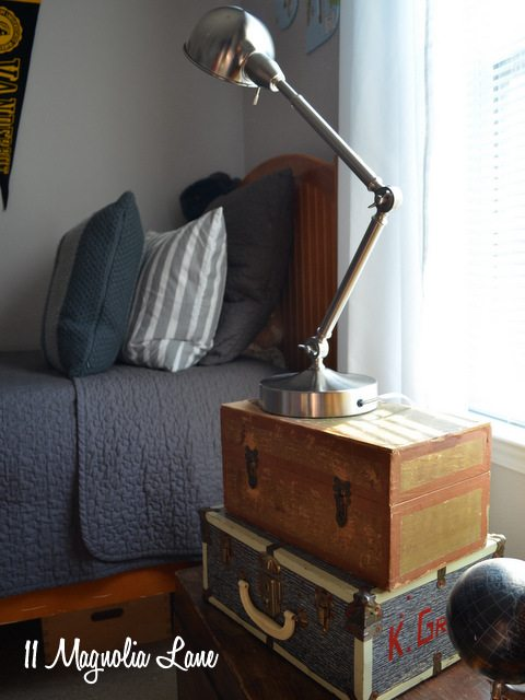 teen-boy-nightstand