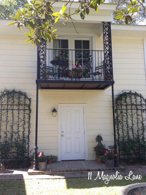 carriage-house-balcony