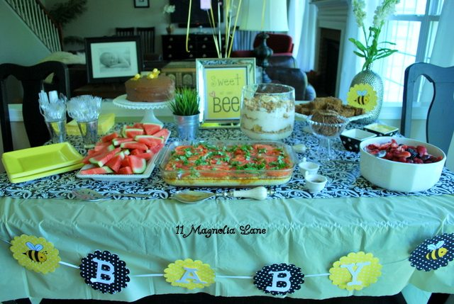 Bee_Baby_Shower_Table_Decor