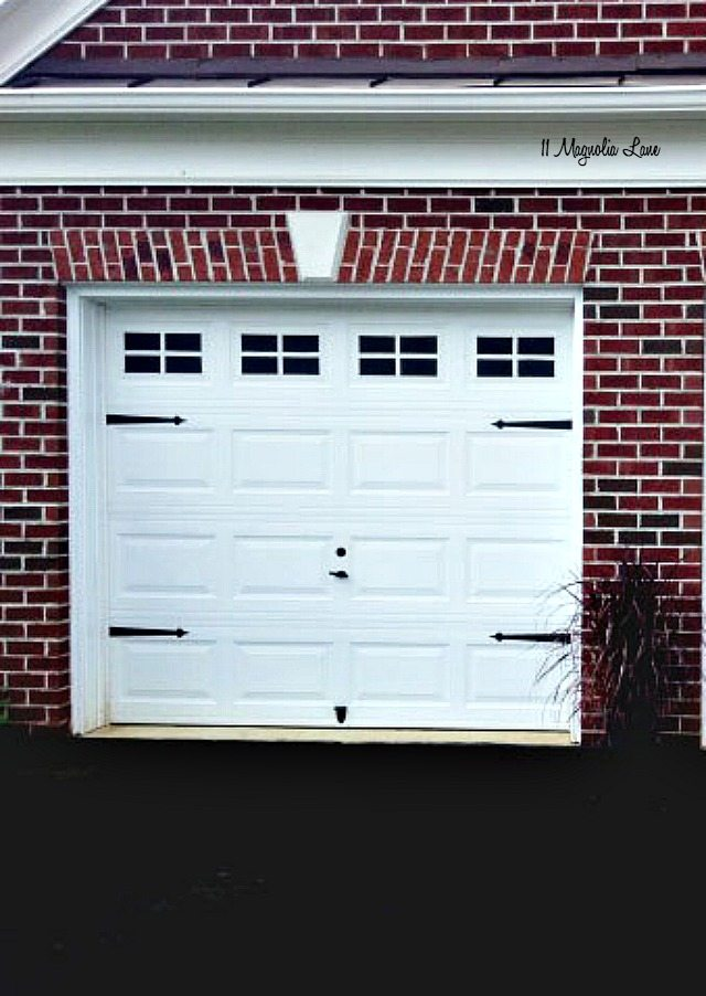 Garage doors with windows carriage house garage door for Garage appeal coupon code
