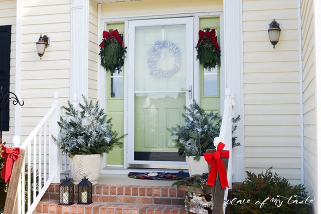 2Christmas-home-tourfront-porch-and-dining-room-16