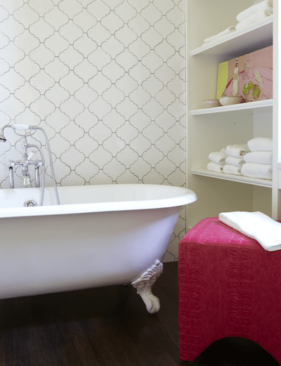 Our favorite decorating trends in tile stone wood 11 for Quatrefoil bathroom decor