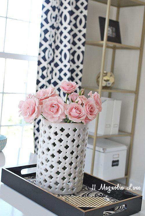 close-up-vase-office-spring