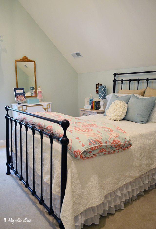 Aqua girls room | 11 Magnolia Lane