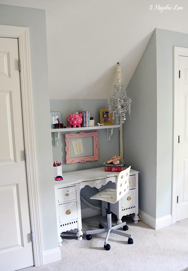 Preteen girl desk area | 11 Magnolia Lane
