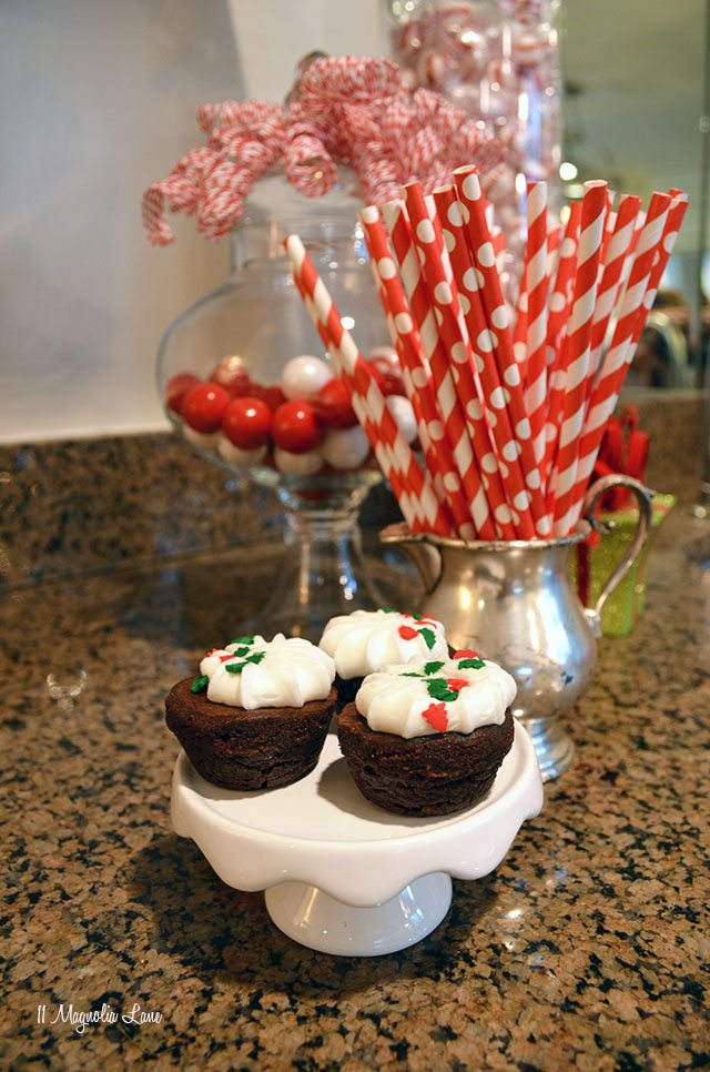 Red and white paper straws for Christmas | 11 Magnolia Lane