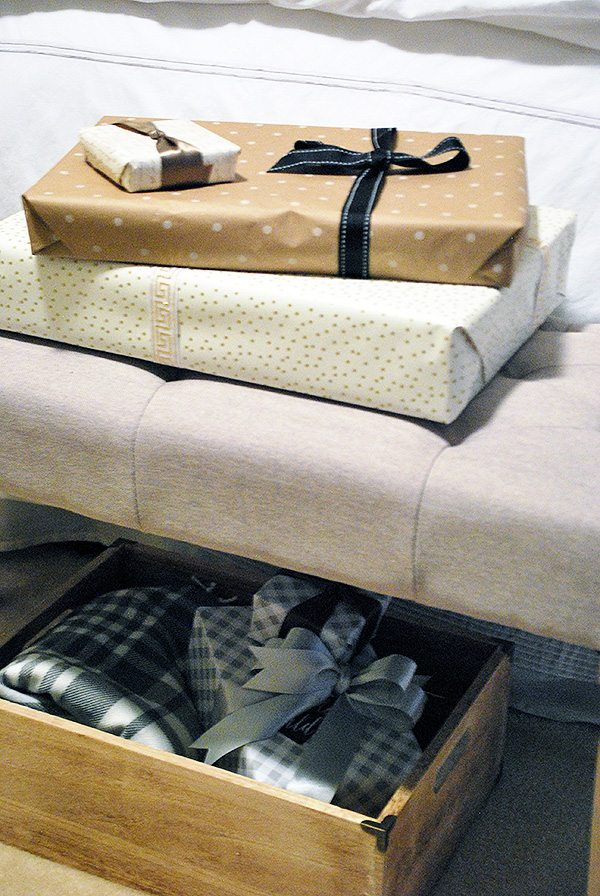 presents-bench-bed-holiday
