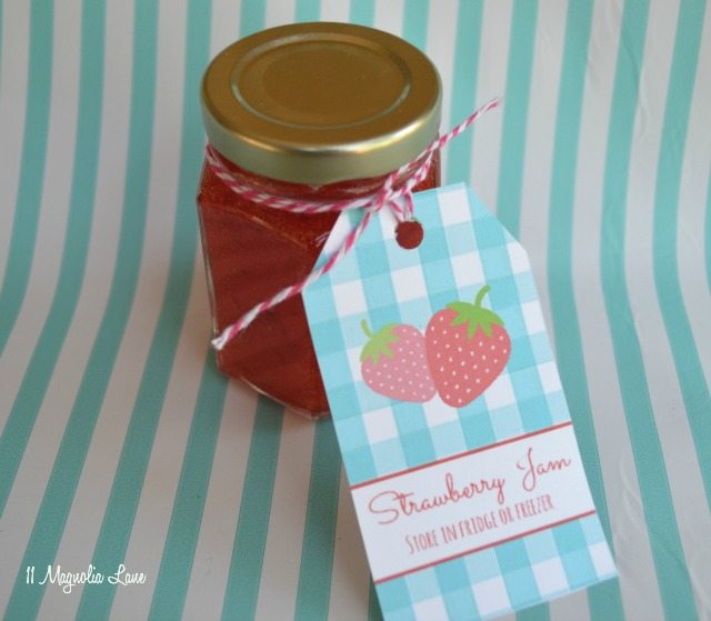 Homemade strawberry freezer jam and free printable tags | 11 Magnolia Lane