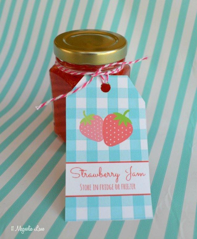 Homemade strawberry freezer jam and free printable tags | 11 Magnolia Lane