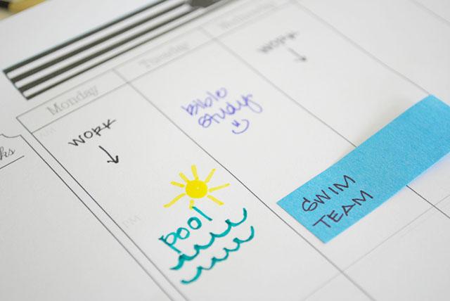 close-up-summer-organizing-calendar-pad