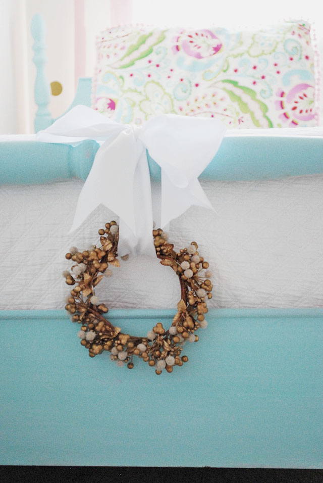 gold-wreath-end-of-bed