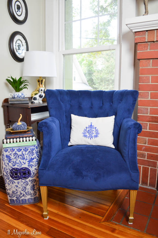Vintage tufted navy blue velvet chair