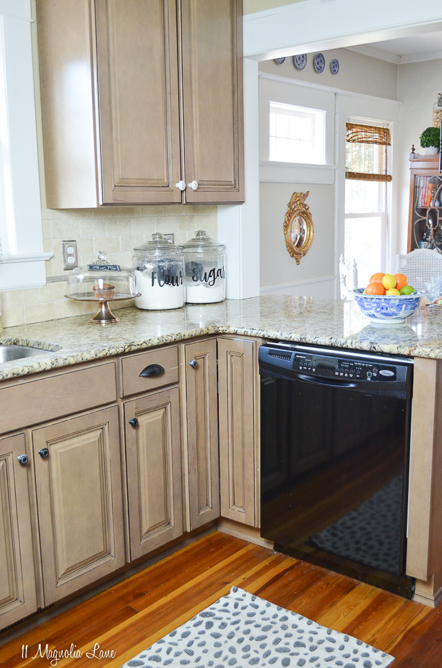 Spring kitchen in a 100-year-old cottage   11 Magnolia Lane