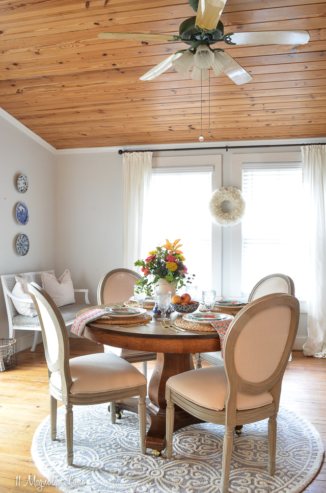 Magnolia Cottage: Breakfast Room and Den