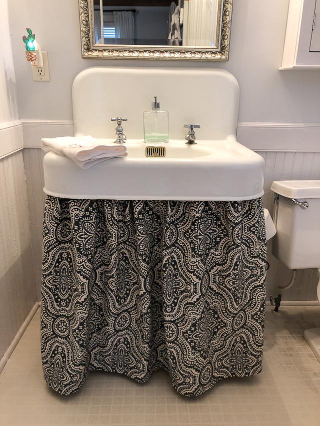 Magnolia Cottage: vintage bathroom with cast iron sink and tub