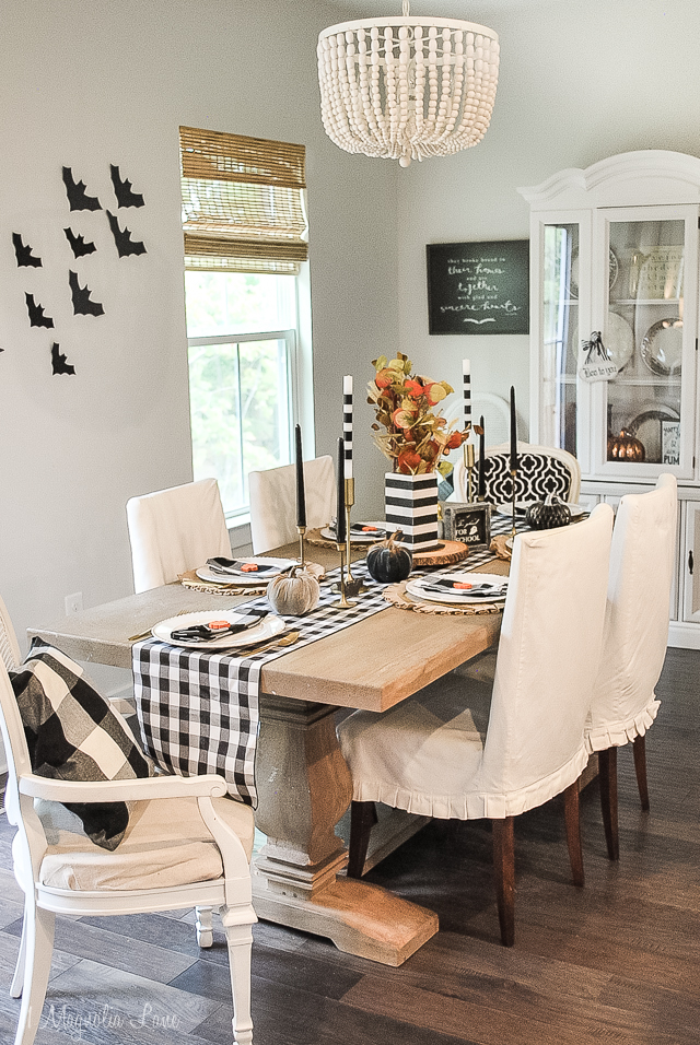 A not so scary, fun black and white halloween tables cape perfect for entertaining